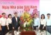 Đồng chí Trần Lê Đoài - Phó Chủ tịch UBND tỉnh cùng một số cơ quan, đơn vị đã đến tặng hoa chúc mừng lãnh đạo, cán bộ, nhân viên Sở Giáo dục và Đào tạo Nam Định