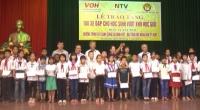 Đài tiếng nói nhân dân thành phố Hồ Chí Minh (VOH), phối hợp với Đài PT – TH tỉnh Nam Định và Hội khuyến học tỉnh tổ chức trao tặng xe đạp và học bổng cho 150 em học sinh có hoàn cảnh đặc biệt khó khăn của huyện Giao Thủy.