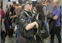 Anh hạ cảnh báo nguy cơ khủng bố sau vụ tấn công tàu điện ngầm London