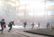 Bệnh viện đa khoa tỉnh tổ chức diễn tập phương án chữa cháy phối hợp tại khu nhà số 7 nằm trong khuôn viên bệnh viện.