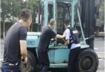 Cảnh sát Trung Quốc bắn kẻ tấn công bằng xe nâng