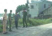 Đoàn kiểm tra liên ngành do Công an tỉnh chủ trì đã kiểm tra về hoạt động của các bến bãi ven sông trên địa bàn huyện Vụ Bản.