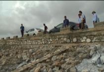 Đồng chí Phó bí thư thường trực Tỉnh ủy kiểm tra và chỉ đạo khắc phục thiệt hại do ảnh hưởng của cơn bão số 10 gây ra tại huyện Giao Thủy.