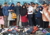 Nạn nhân đầu tiên vụ rơi máy bay Indonesia được nhận dạng