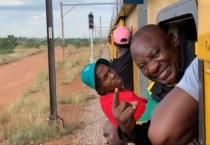 Tổng thống Nam Phi mắc kẹt 3 tiếng đồng hồ trên tàu hỏa