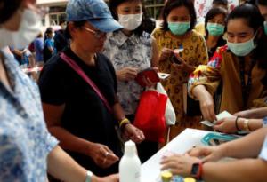 Thái Lan phạt tù những người bán khẩu trang vượt giá trần
