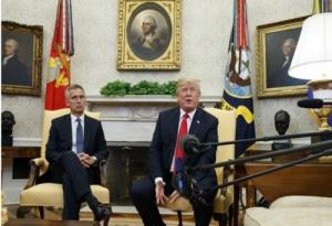 """Tổng thống Donald Trump vừa """"nắn gân"""", vừa xoa dịu Triều Tiên"""